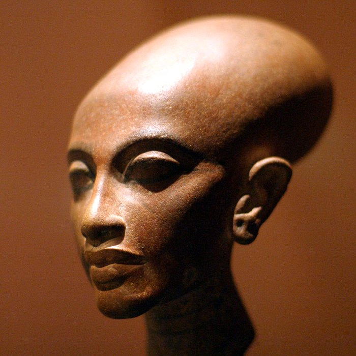 King Tut - Amarna Princess    (click for previous picture)