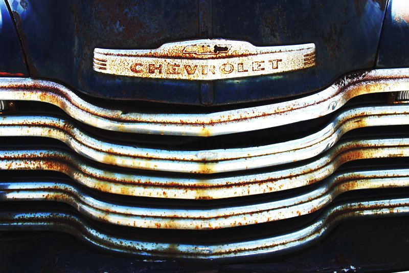 Blue Chevy Grill    (click for previous picture)