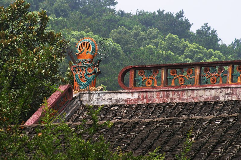 Mnt Yuelu Academy roof    (click for previous picture)