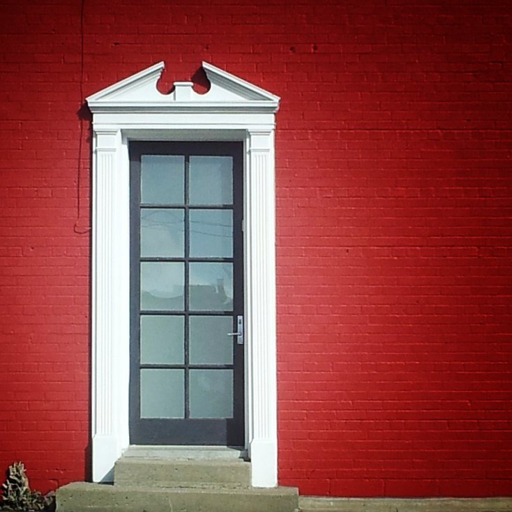 Red wall - white door frame    (click for previous picture)