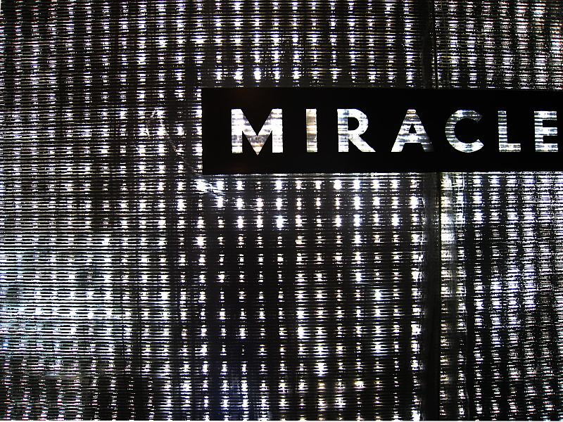 Miracle Mile sign along the Vegas strip    (click for previous picture)