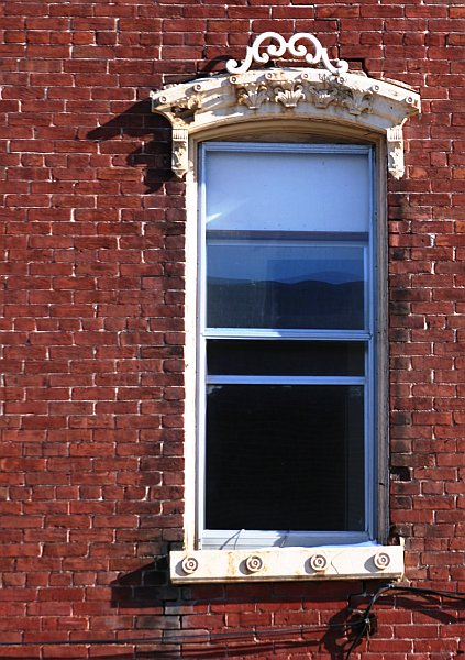 Napanee window 2    (click for previous picture)