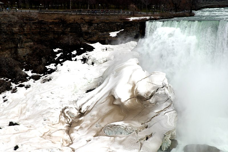 Niagara Falls Ice 2    (click for previous picture)