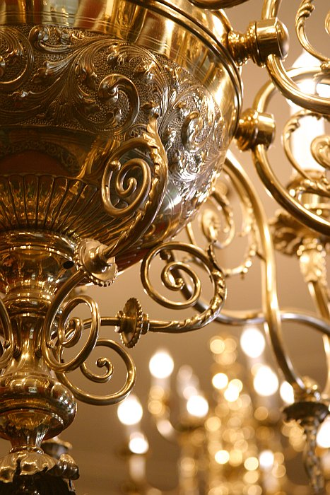 Queens Park chandelier    (click for previous picture)